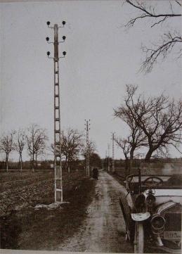 Pylône en béton - Coll. Mme Jean Dumolard