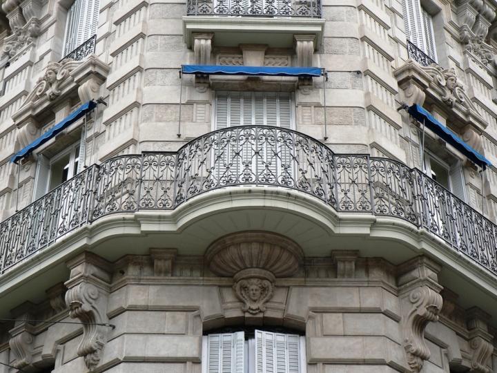 Façade en béton moulé - photo Office du Tourisme de Grenoble